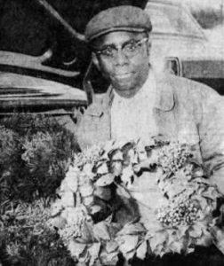 Wreath maker Elmer Rider of Quantico at the Fruitland Auction