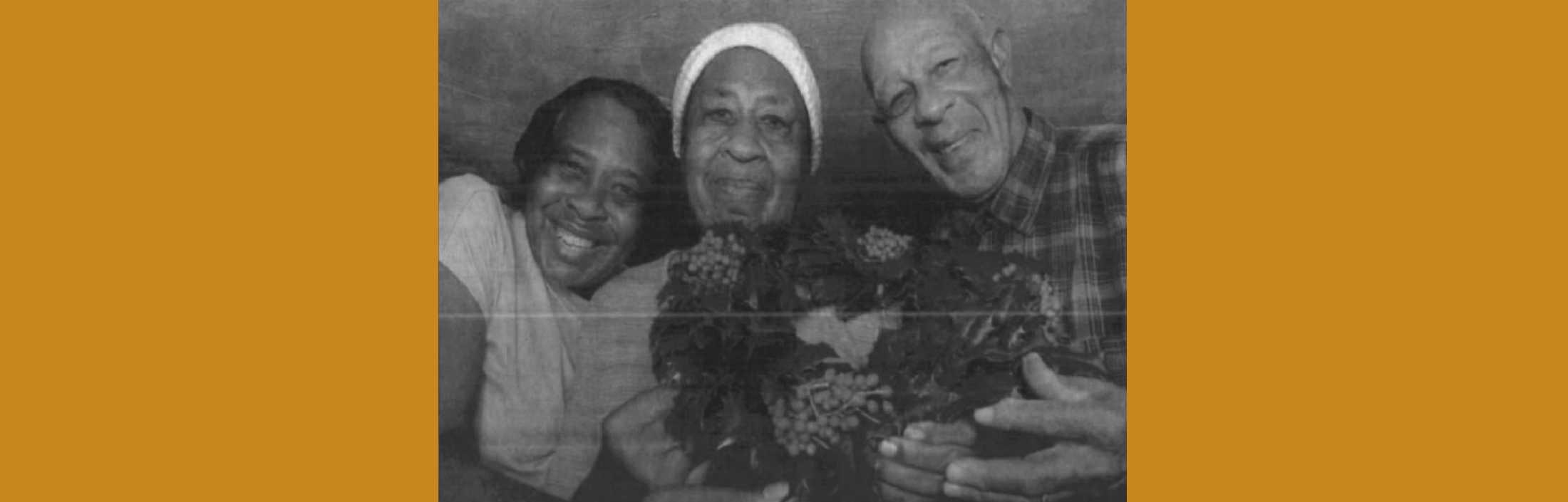 The Holly-Wreath Traditon: Memories from Atlantic, Va.